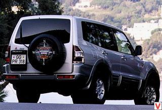Mitsubishi Pajero 2000 год