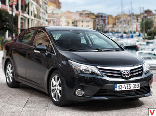 Toyota Avensis 2012 год