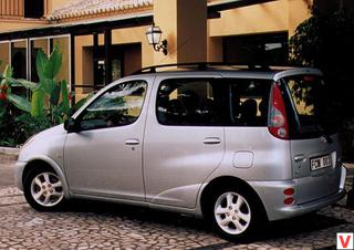 Toyota Yaris Verso 2000 год