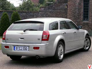 Chrysler 300C 2005 год