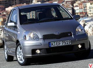 Toyota Yaris 2003 год